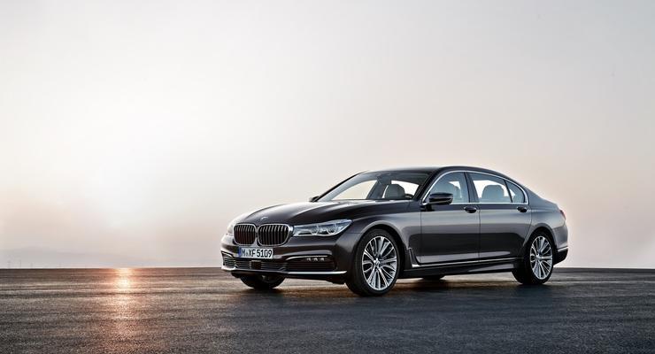 BMW показала во Франкфурте новый седан 7-й серии (фото)