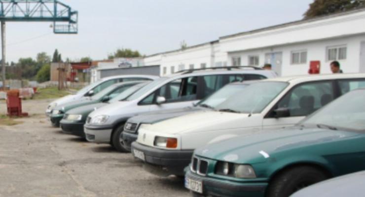 Военным в зону АТО передали 17 конфискованных автомобилей