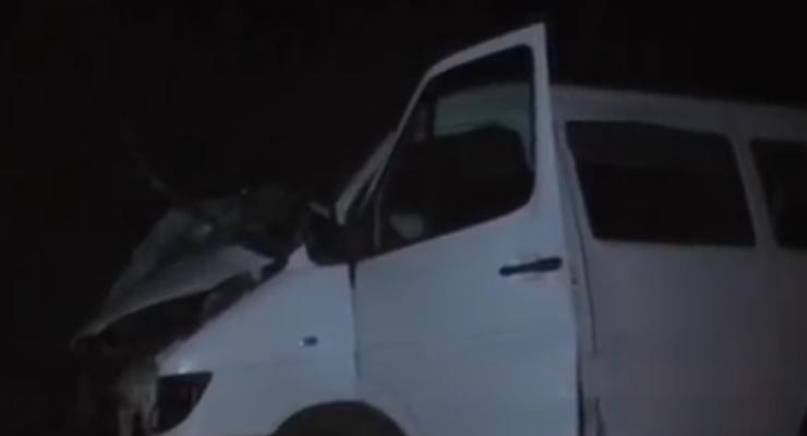 Под Луганском бензовоз врезался в микроавтобус, есть погибшие (видео)