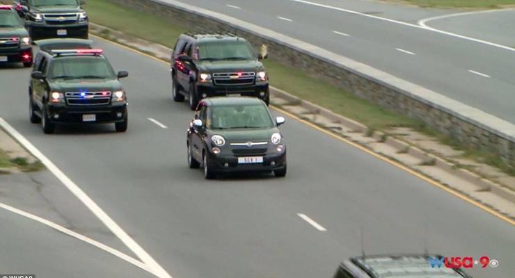 Папа Римский приехал на встречу с Обамой на Fiat 500L (видео)