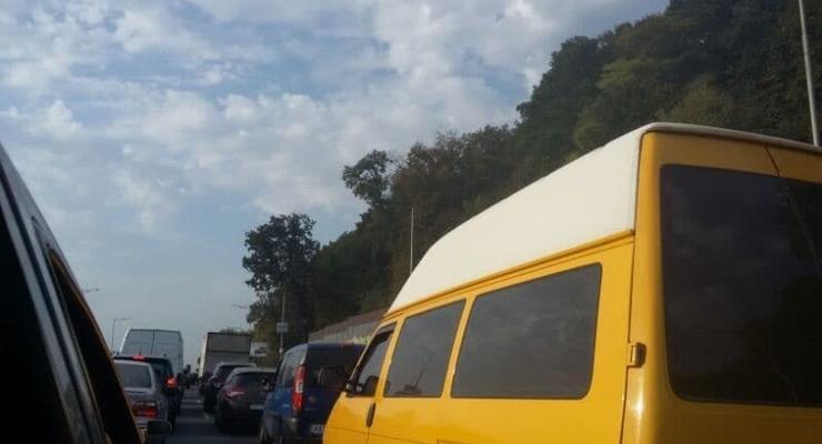 Надднепрянское шоссе Киева утром стояло в пробке из-за трех ДТП