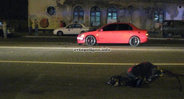 В Киеве пьяный автогонщик сбил насмерть пешехода