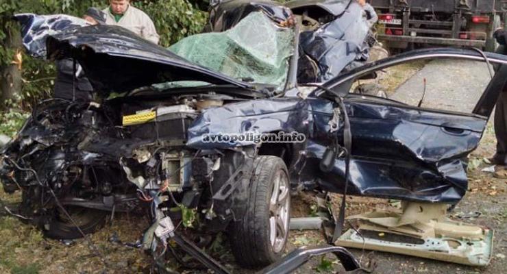 ДТП на Черкассчине: Jaguar X-Type врезался в дерево - погибли четыре человека