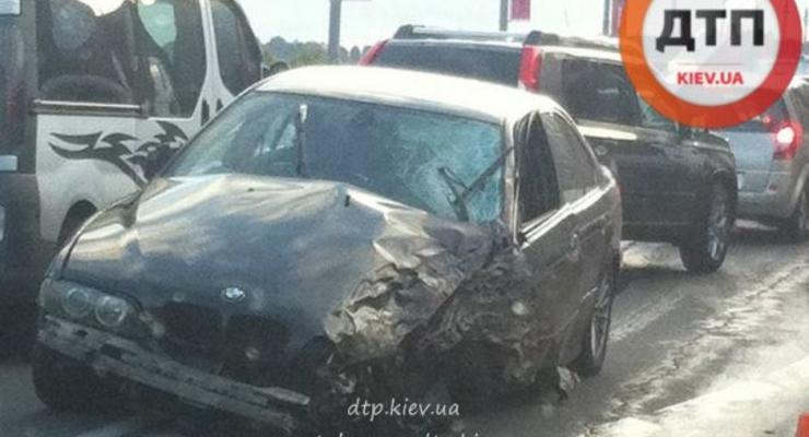 В Киеве на мосту Патона столкнулись четыре авто (фото)