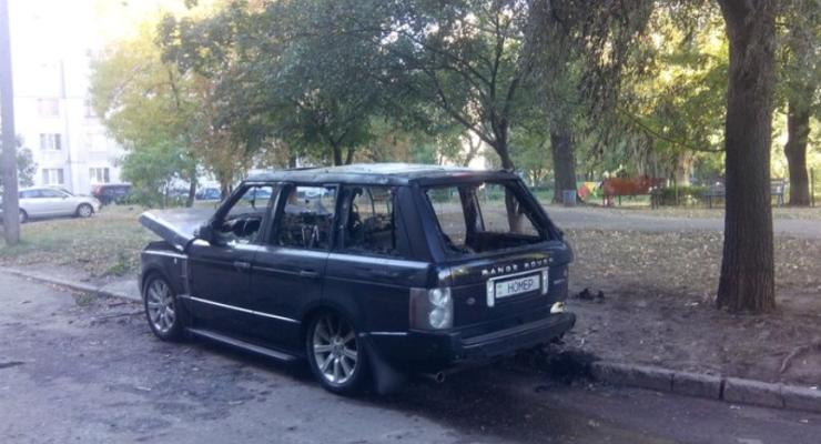 """В Харькове сожгли Range Rover с номером... """"Номер"""" (фотофакт)"""