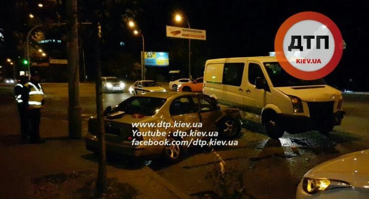 В Киеве на Соломенской столкнулись три авто, есть пострадавшие