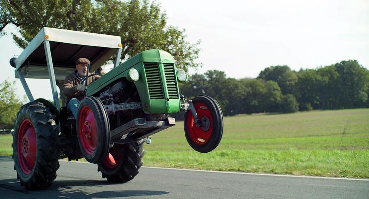 В Германии устроили дрифт на заряженном тракторе (видео)