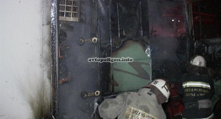 В Киеве водитель сгорел заживо в своей машине