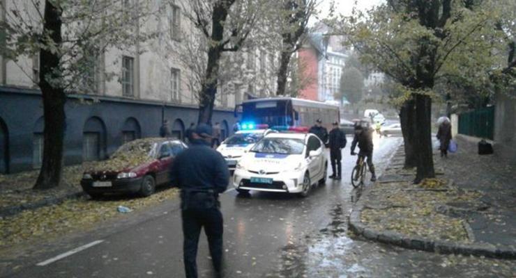 Во Львове машина новой полиции попала в аварию (фото)