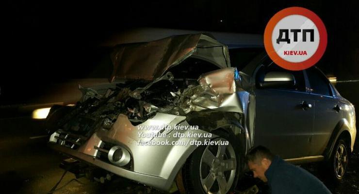В Киеве Chevrolet протаранил Mercedes, есть пострадавшие (фото)