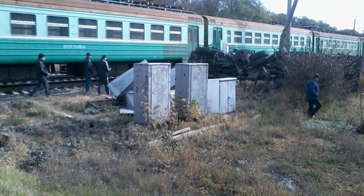Под Донецком электричка таранила грузовик