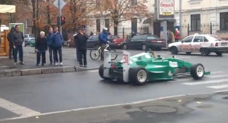 По центру Харькова проехались два гоночных болида (видео)