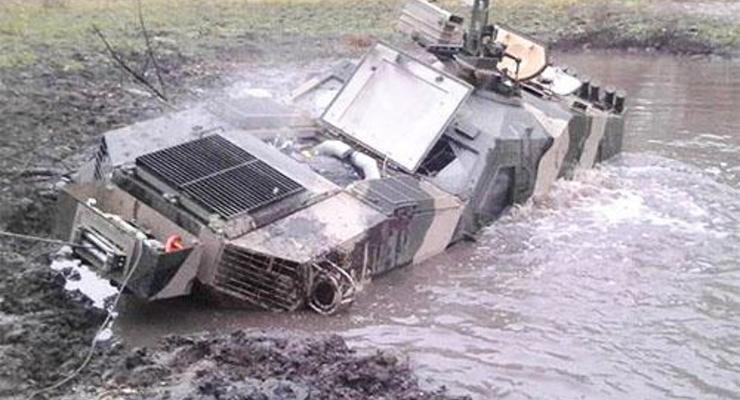 Броневик Дозор-Б утопили в болоте во время испытаний (фото)