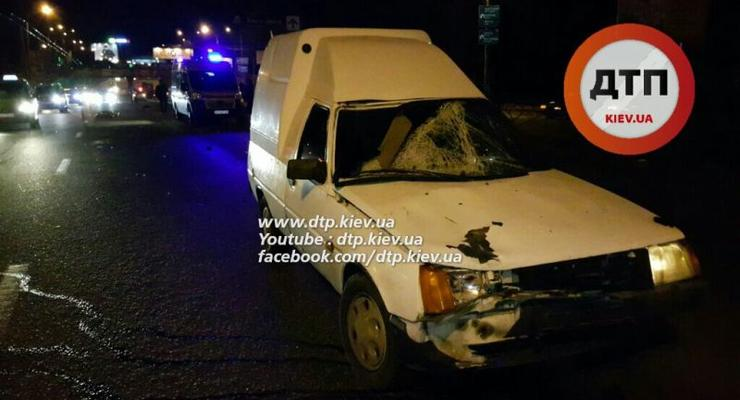 В Киеве Таврия насмерть сбила молодого пешехода-нарушителя (фото)