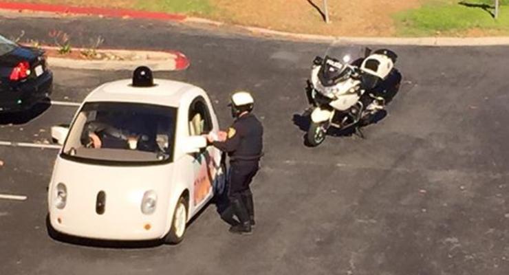 В США полицейский остановил беспилотник Google за медленную езду