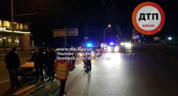 В Киеве на Нивках Land Rover насмерть сбил парня (фото 18+)