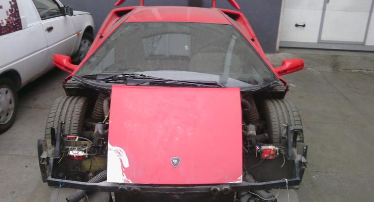 На Троещине заметили полуразобранную Lamborghini (фото)
