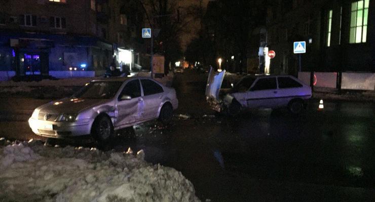В центре Харькова чиновник МВД устроил аварию (фото)