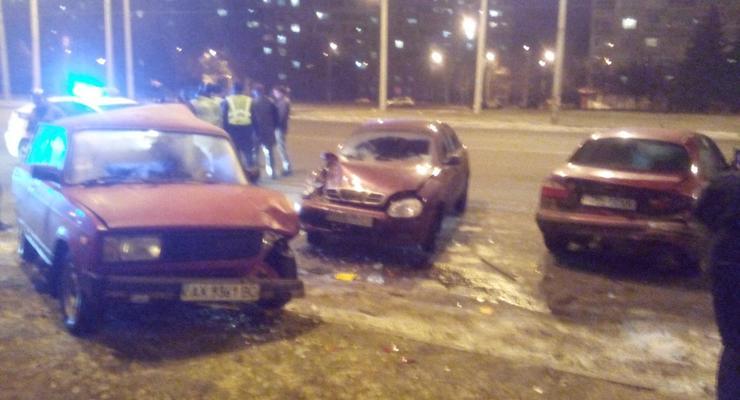 В Харькове пьяный протаранил припаркованные авто (фото)