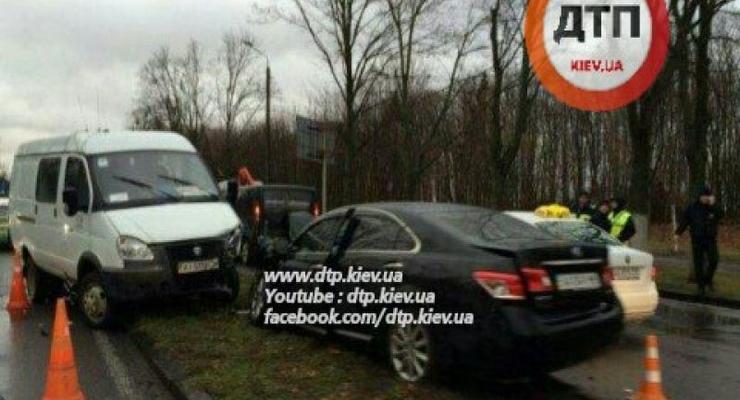 Из-за ДТП встала трасса у аэропорта Борисполь