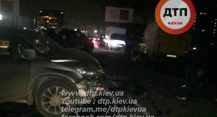 Под Киевом пьяный водитель таранил маршрутку, есть пострадавшие (фото)
