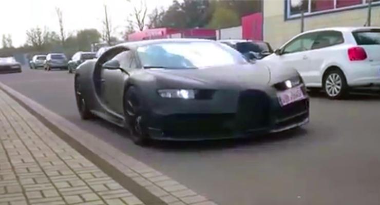 Новый суперкар Bugatti Chiron заметили по дороге на тесты (видео)