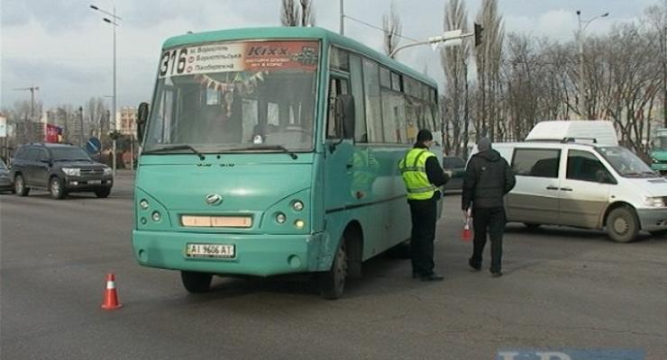 В Киеве маршрутка с пассажирами протаранила Volkswagen