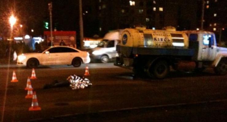 В Харькове грузовик сбил мужчину на переходе (видео)