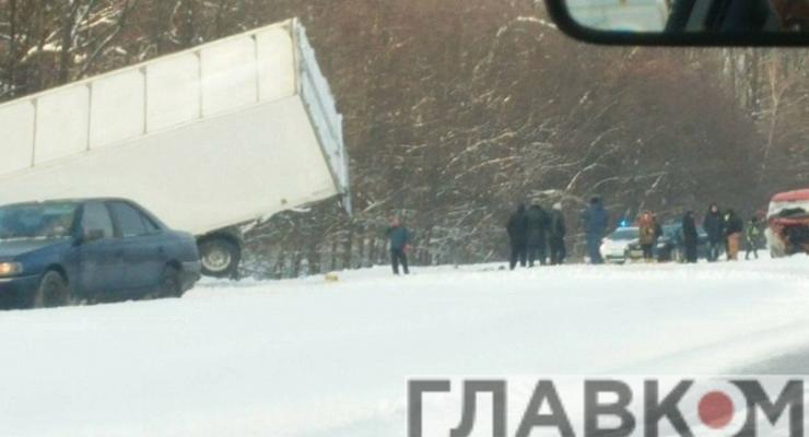 На одесской трассе фура попала в аварию, есть жертвы