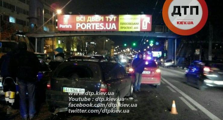 В Киеве в масштабном ДТП столкнулись 5 авто: есть пострадавшие