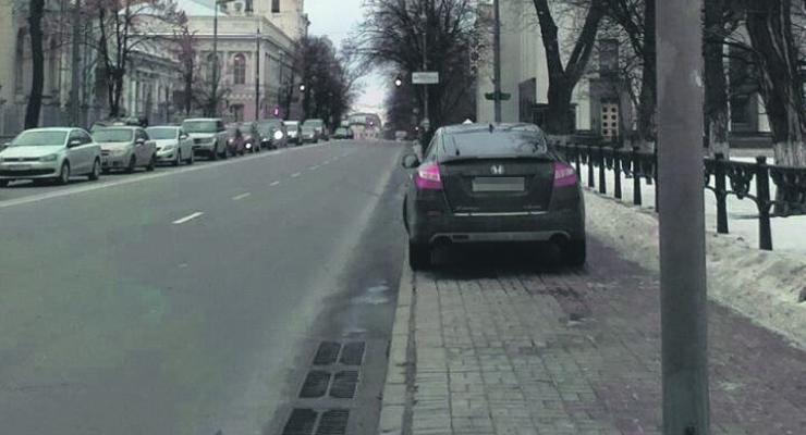 Нардепа Геращенко заметили за нарушением ПДД (фотофакт)