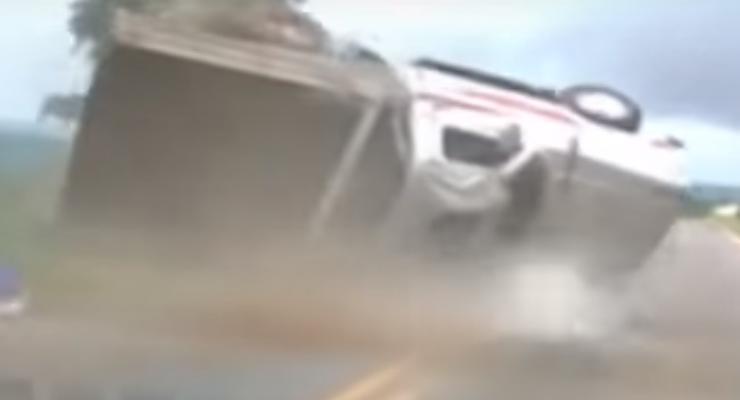 Бразилец выжил после серии сальто машины в воздухе (видео)
