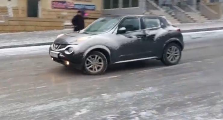 Каток на улицах Баку: неуправляемыми становились даже внедорожники (видео)