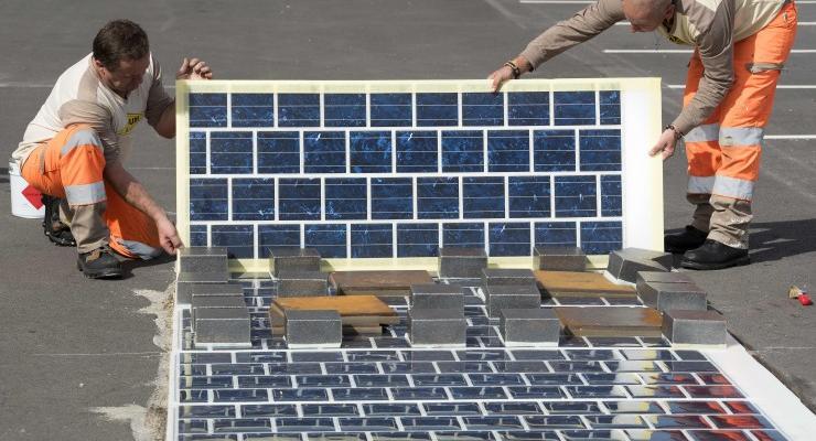 Во Франции построят автострады с солнечными панелями