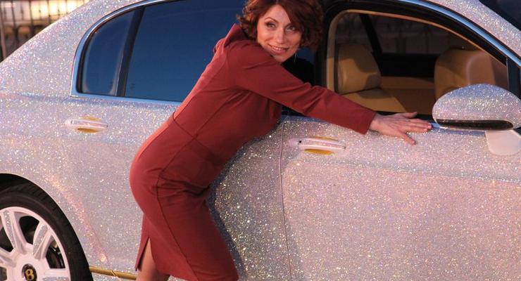 Жительница Алматы из-за кризиса продает Bentley в стразах