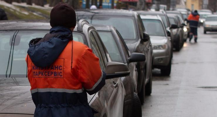 В Киеве предложили легализовать парковки возле ТРЦ
