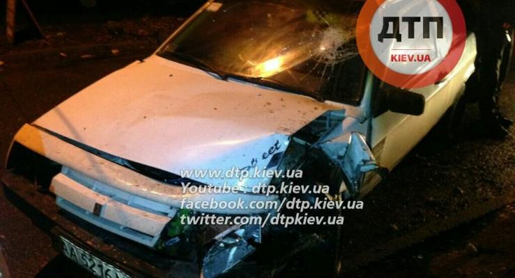 Пьяные аварии в Киеве: ВАЗ влетел в дерево, а Deawoo - в скутер