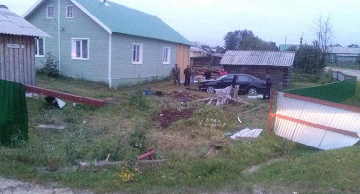 Во Львове угонщики, удирая от полиции, таранили ворота дома