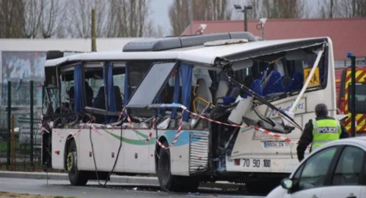 Во Франции автобус столкнулся с грузовиком, погибли шесть школьников