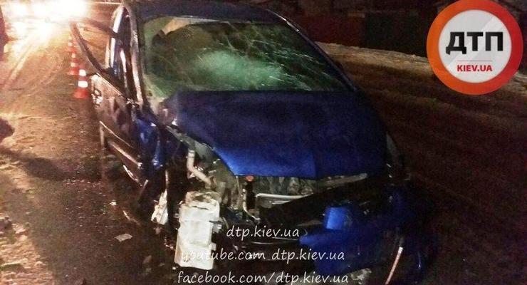 Под Киевом в лобовом ДТП пострадали шестеро