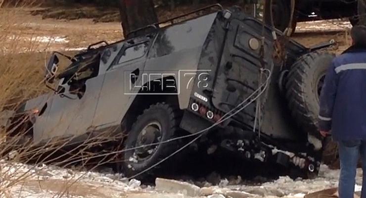В России утопили броневик во время тест-драйва