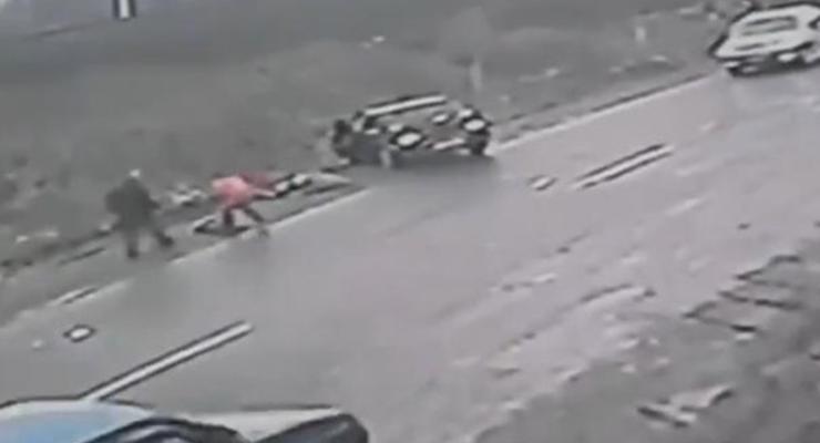 На Закарпатье мужчина попал под машину, спасая ребенка