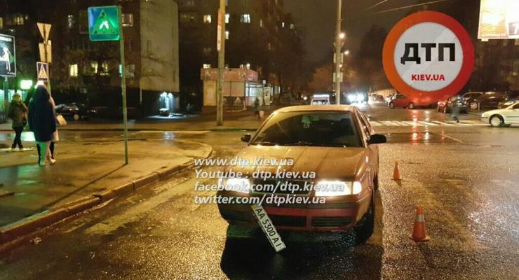 В Киеве Skoda сбила пешехода на переходе
