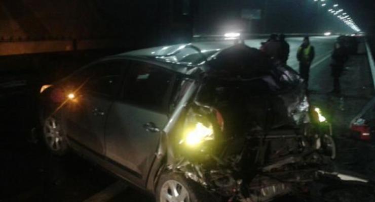 Авария под Киевом: Peugeot не разминулся с фурой