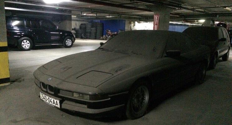 Фотофакт: в Днепропетровске нашли заброшенный спорткар BMW