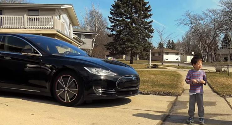 Автопилот электрокара Tesla испытали на ребенке