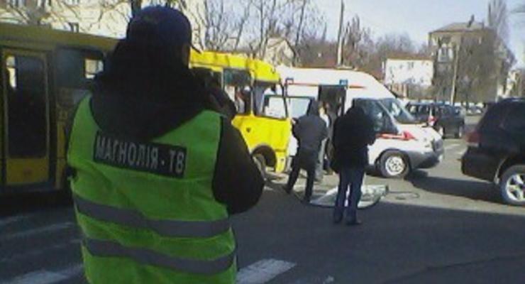 В Киеве Toyota врезалась в маршрутку, есть пострадавшие
