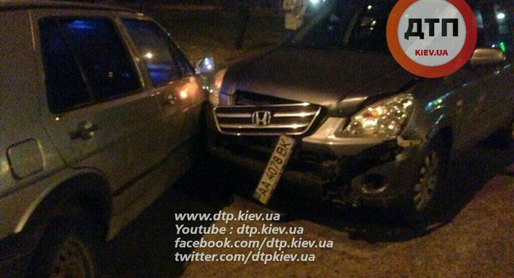 Ночью в Киеве столкнулись Honda и Volkswagen