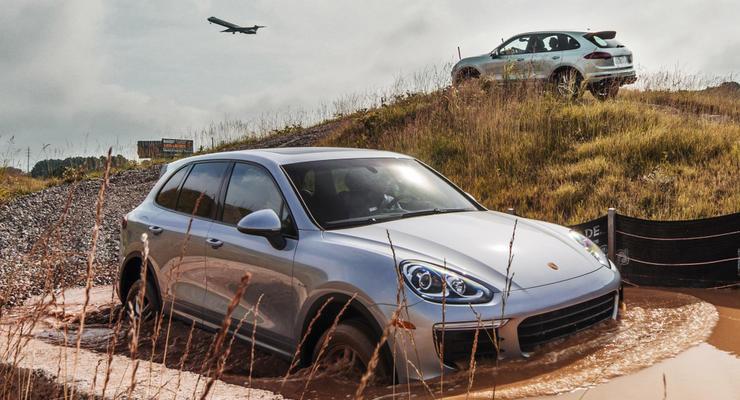 В России эвакуаторщики уронили Porsche Cayenne