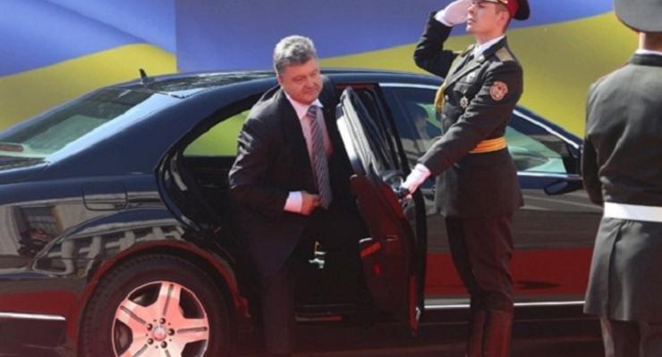 Ни гвоздя, ни жезла: кортеж Порошенко попал в пробку